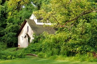 Hiking with my camera: abandoned cottage