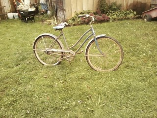 Picture of an 30+ year old blue girl's Western Flyer bike.